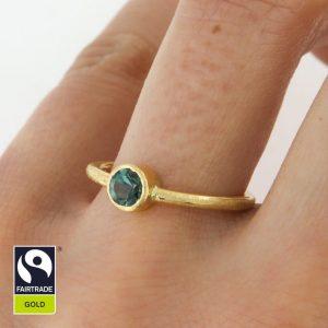 Zarter Goldring mit blaugrünem Turmalin